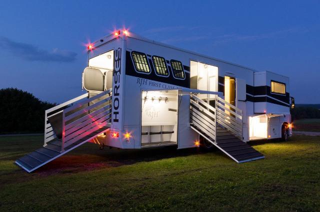 mr pferdetransporter anh nger wohnmobile und. Black Bedroom Furniture Sets. Home Design Ideas